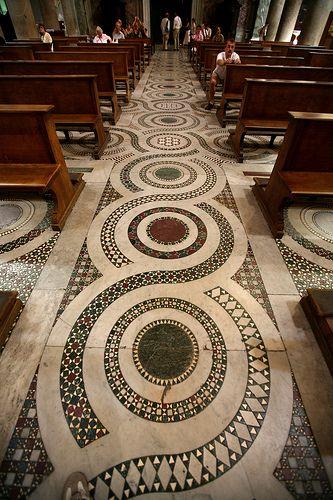Santa Maria in Trastevere,ROMA, pavimento cosmatesco in marmo.    wrap1