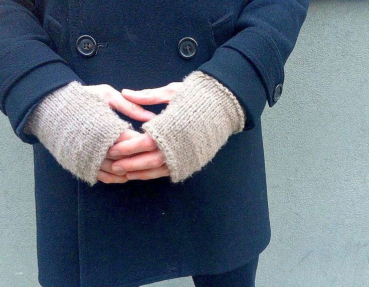 "Men's Modern ""Tweed"" Knit Fingerless Mitts. I would DEFINITELY  knit ribbing at the top and bottom of the gloves. 👍"