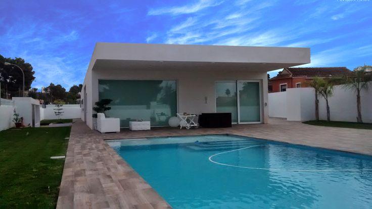 Exterior piscina porche moderno casas via - Baules de exterior ...
