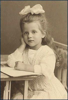Victorian child - love those big hair bows