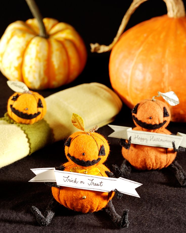 These felt pumpkin people, created by artist Jennifer Murphy, are a charming…