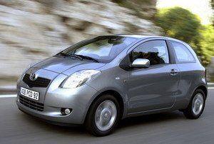 Toyota Yaris, 1.4 Diesel (consum f redus), 4 usi, cut. vit manuala, 4 geamuri electrice, ABS, ESP, climatronic, volan piele,
