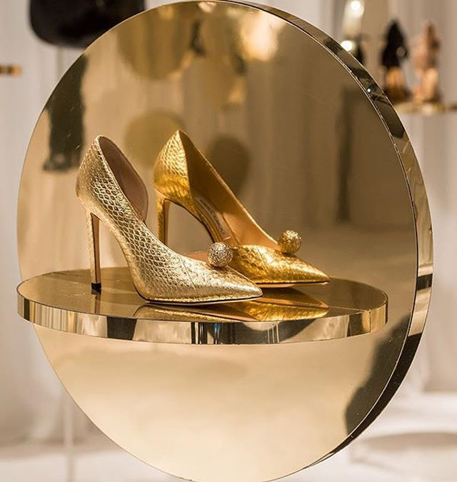 Para mí cumple ahí lo dejo...  #zdm #jimmychoo #mfw #fashion #style #love #shoes #chic #cool #blogger #girl #inspiration #instagram #instagramers #instadaily #instaphoto #instalike