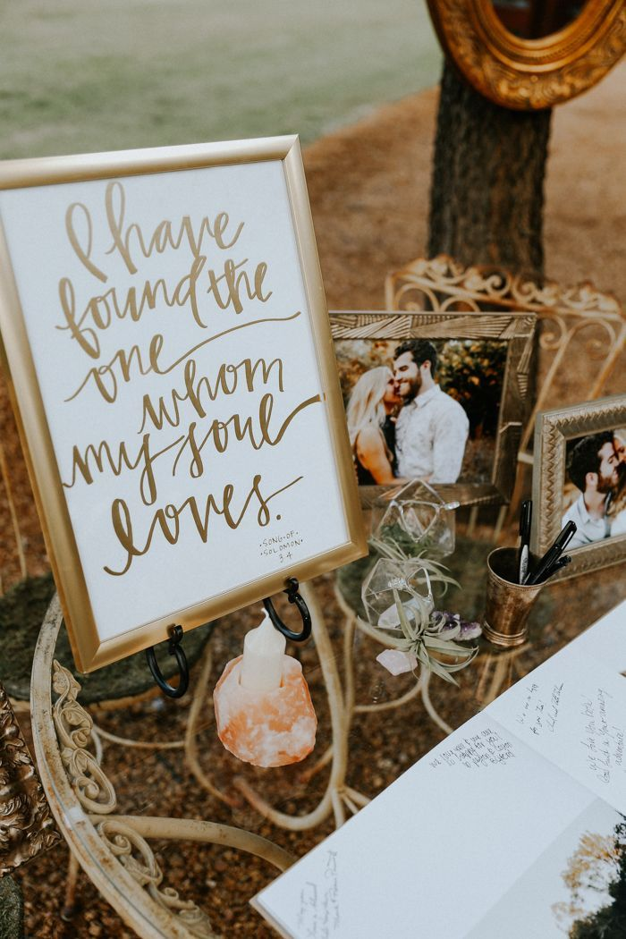 Organic decor for guestbook signing space Image by Melissa Marshall