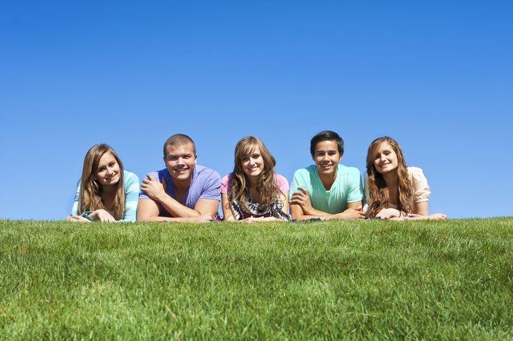 4 tips om om te gaan met de eenzaamheid die je kunt voelen als oude vriendschappen verdwijnen en de nieuwe vriendschappen er nog niet zijn.