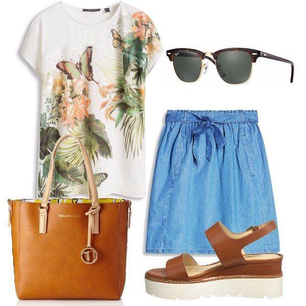 Il total look è formato da una t-shirt con stampa floreale ed una gonna in jeans con elastico in vita tutto Esprit. Completano l'outfit una borsa tote con interno a contrasto Trussardi, un paio di sandali con platform e degli occhiali da sole Ray-Ban.