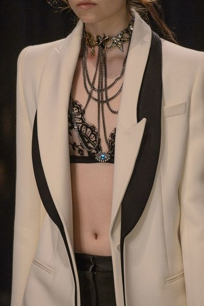 Alexander McQueen at London Fall 2016 (Details)