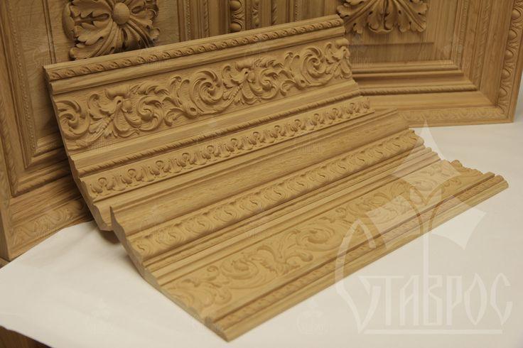 Погонаж с древесной пастой. Производится методом накатки пасты на дерево, МДФ или ХДФ. Формовка нужного по размерам и характеристикам декора производится при помощи специальных вальцов и пресс-форм. Mouldings made with wooden paste.
