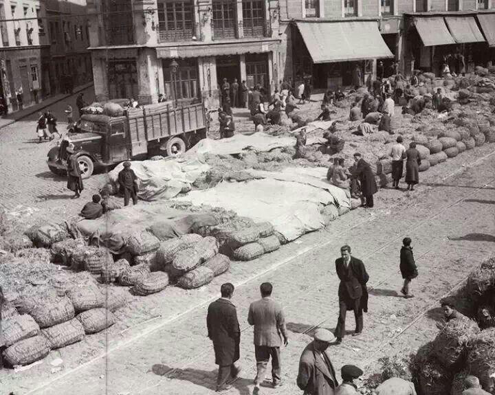 Puestos de venta de alfalfa, Plaza de la Cebada, 1933