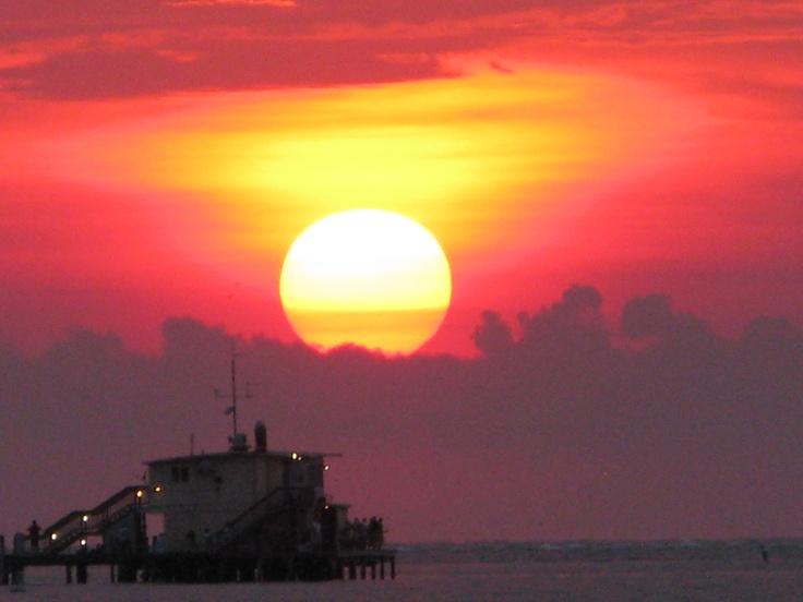 Melindau0027s Gorgeous Shot Of Sunrise Over The Rod N Reel Pier!  #RiseandShineAMI