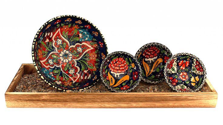 Schälchen aus Keramik 4-teilig, hellgrün, Einzelstück handgemacht mit ottomanen Mustern bemalt. Einzigartige Orient-Dekoration für Ihre Einrichtung.Herstellung: HandmadeMaterial: Keramik, gewölbte OberflächeGröße: 3 Stück x 8cm Durchmesser / 4 cm Hoch1 Stück x16cm Durchmesser / 7 cm Hoch