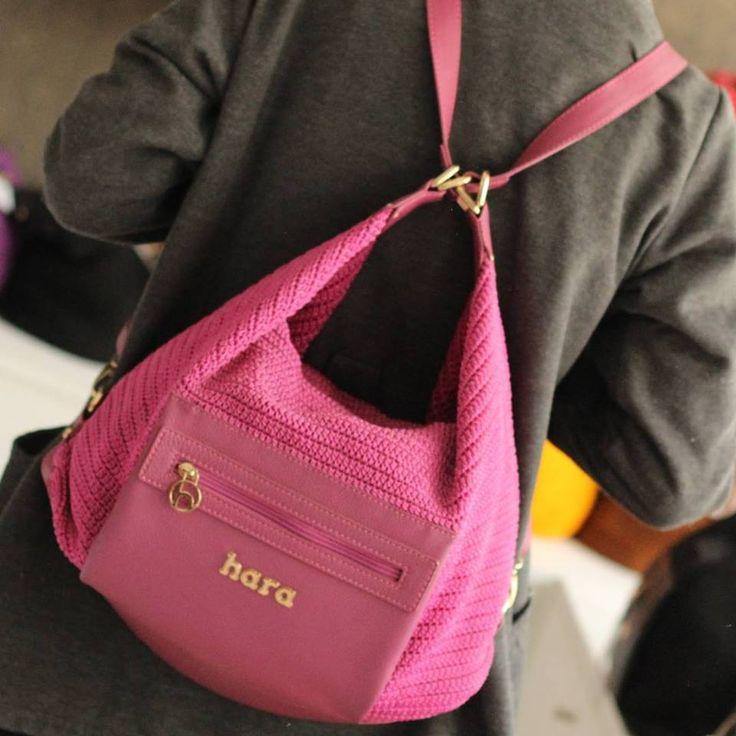 Spesifikasi Tas Rajut Pink Sakura   BahanBenang Nilon Kualitas Premium dan Kulit Sapi Fitur 1 kantong utama dg resleting, 2 kantong luar dg resleting, 1 kantong dalam dg resleting dan 2 kantong dalam terbuka Bisa tas punggung dan tas slempang Dimensi dalam cm panjang 41 tinggi 29 Tepong panjang 36 lebar 11 dari kulit sapi Berat harga Rp. 750.000,-  Tas Rajut Pink Sakura dibuat dari Benang Nilon berkualitas pilihan, seperti produk dari rumah produksi hara lainnya produk ini dibuat dengan…