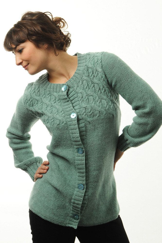 Langer Pulli mit Flechtmuster in BC Garn Semilla - 2167BC - Downloadable PDF. Discover more patterns von BC Garn at LoveKnitting. The world's largest range of knitting supplies - we stock patterns, yarn, needles and books from all of your favourite brands