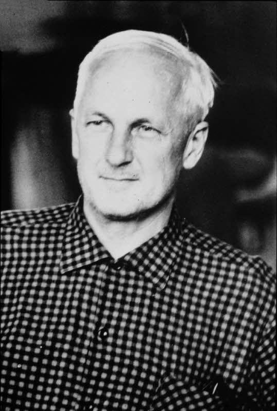 Kaj Franck (9 November 1911 - 26 September 1989), Finnish designer. - http://fi.wikipedia.org/wiki/Kaj_Franck -- (via Taru http://www.pinterest.com/pin/438326976205630071/ )