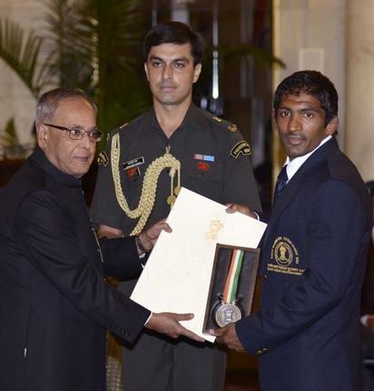 Yogeshwar Dutt Receives Rajiv Gandhi Khel Ratna Award