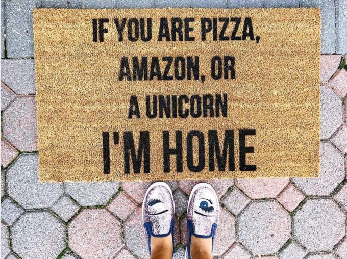 Where to Find The Cutest Doormats Ever | outdoor home decor | doormat decor | home decorating outside | home decor tips | how to find the perfect doormat || Glitter, Inc.