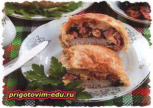 Слоеные пирожки с мясом и сыром