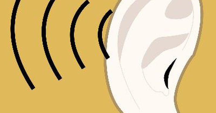 ¿Cuáles son los tratamientos para queloides en los oídos?. Un queloide es una acumulación de tejido cicatricial que se desarrolla para proteger una herida. En el caso de los queloides en el oído, o queloides auriculares, una persona generalmente ha traspasado su oído y el tejido de la cicatriz crece como un intento del cuerpo para reparar la herida. Mientras que los queloides pueden tomar varias ...