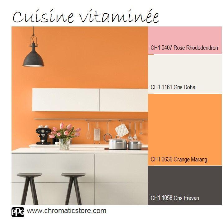 Le Orange Marang CH1 0636, chaud et gourmand habille à merveille cette cuisine contemporaine. www.chromaticstore.com #cuisine #orange #couleurdéco