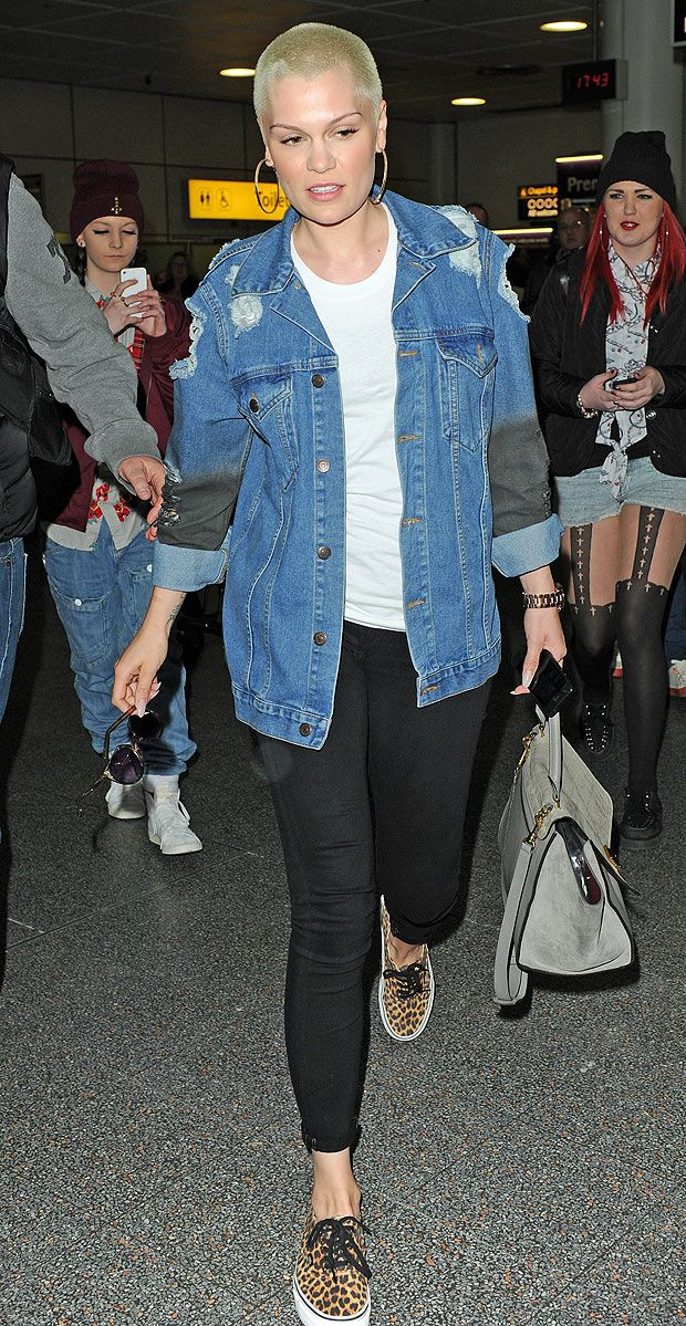 beautiful jessie j, style on point. Leopard vans, black skinny jeans and a jean jacket. Casual but awesome.