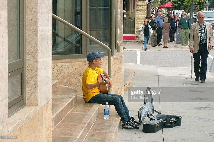 Justin Bieber performs on the street August 20, 2007 in Stratford, Canada.