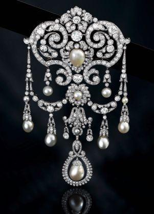 Devant de Corsage / Galerie Martin Du Daffoy Diamants, Perles Fines. Vers 1910 ©…