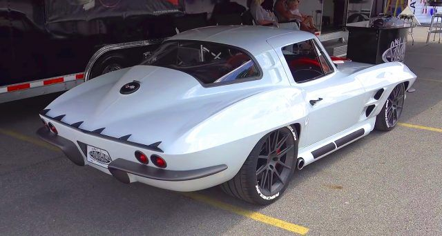 Perfect Arctic White 1964 Chevrolet Corvette by Mike Goldman Customs – Carsten Schott