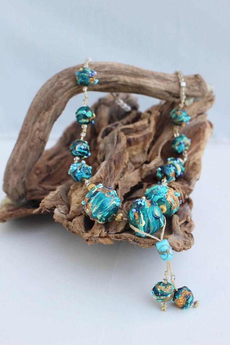 Collana in soft glass e perline. Le perle sono tutte fatte a mano con il soft glass o vetro liquido. di patrizianave su Etsy