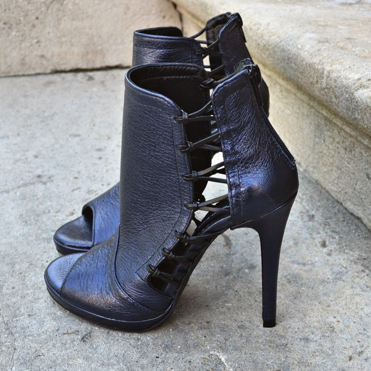 #the5thelementshoes #rosettishowroom #musthave #metallic #darkblue #boots