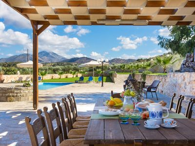 Rethymno villa rental - Shaded outdoor dining area for the whole family!