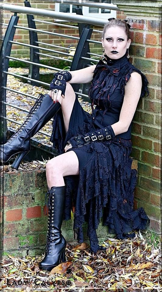 Model: Lady Calypso Clothing: The Gothic Shop Jewellery: The Black Cat Jewellery Store Welcome to Gothic and Amazing |www.gothicandamazing.org