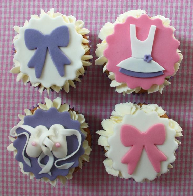 Cupcakes di danza classica con ciliegie e buttercream di nocciole/ Ballet cherries cupcakes with hazelnuts buttercream/ Cupcakes de ballet clasico con cerezas y buttercream de avellanas