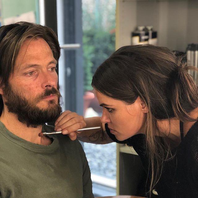Andreas on set of DARK Season 2 turning into the Stranger