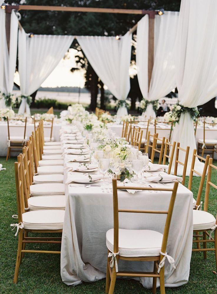 Tablescape, Lowndes Grove Plantation, Sara York Grimshaw Designs, Easton Events, Virgil Bunao Photography - South Carolina Wedding http://caratsandcake.com/aliceandforrest