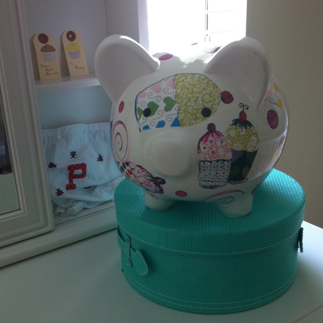 17 best images about cupcake coin bank on pinterest for Make your own piggy bank