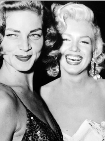 Lauren Bacall and Marilyn Monroe in the How To Marry A Millionaire premiere.