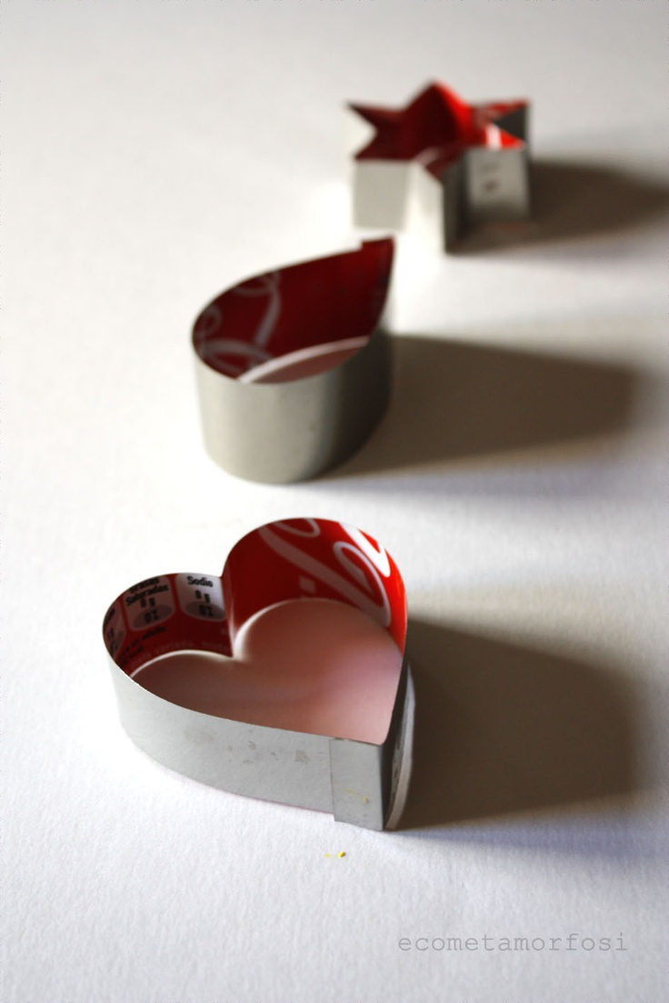 ecometamorfosi:  Moldes con latas de refrescos
