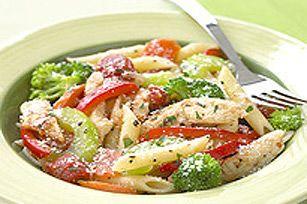Pâtes primavera au poulet ---------------Avec ses légumes variés, ce plat est un tourbillon de couleurs et de saveurs.