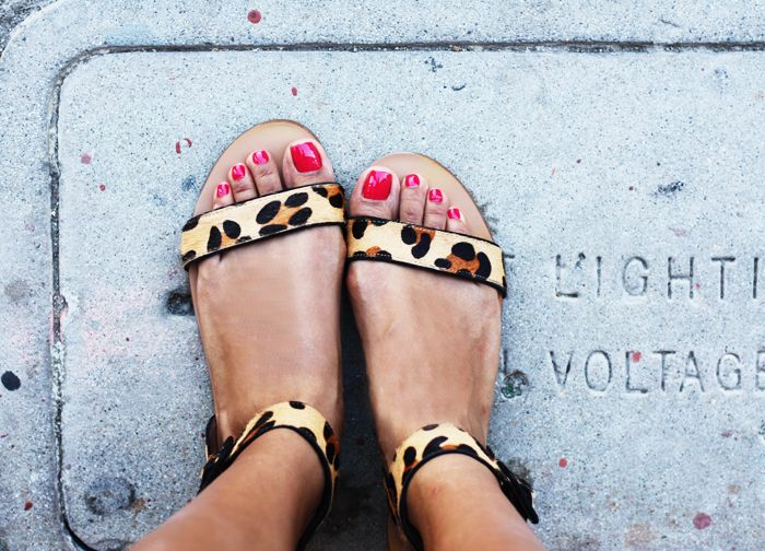 Red nails & cute leopard sandals.