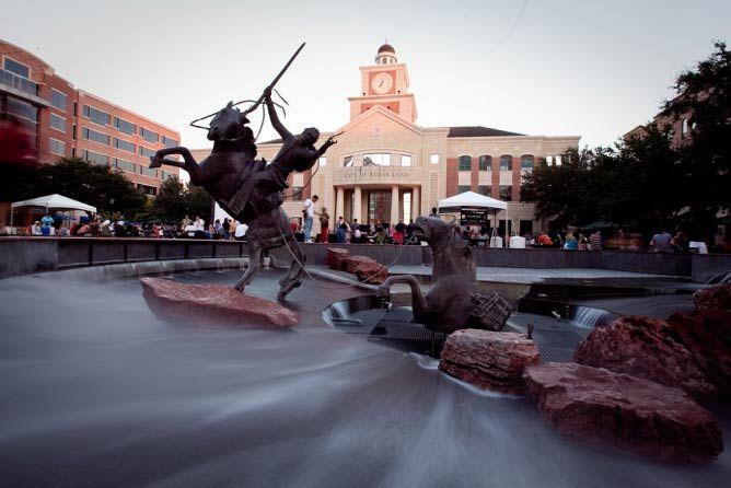 Sugar Land Town Square | (C) Ed Schipul, Jacob.jose/Flickr