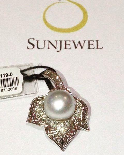 SUN02119-0 Pendant w/ South Sea Pearl by Sunjewel Elite  0.29 carat Diamonds w/ 13mm South Sea Pearl on 6.2 grams 14-Karat White Gold