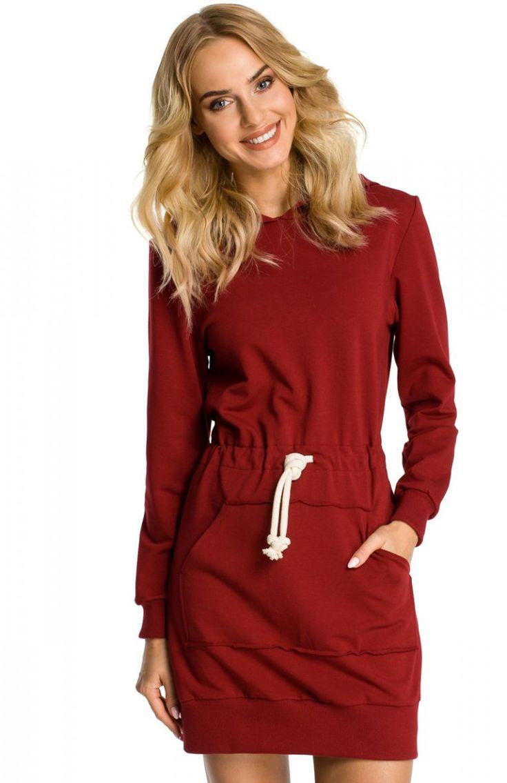 Moe M352 sukienka bordowa Sportowa sukienka, jednobarwny materiał, w talii ściągacz