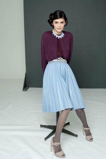 オドレイ・トトゥも履いてます。彼女の華奢な足に、ドッド柄のタイツはお似合い。ブラックではなくグレーを選ぶことで、どこか清楚な雰囲気になりますね。