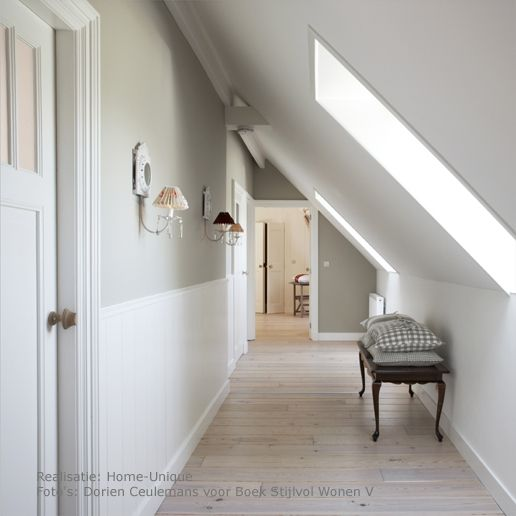 25 beste idee n over lambriseringen gang op pinterest blauwe hal witte hal en hal verfkleuren - Gang decoratie met trap ...