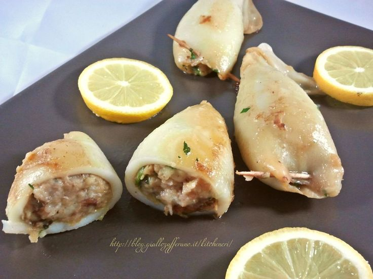 calamari ripieni, ricetta facile e veloce per gustare i calamari in modo diverso dal solito, un ripieno semplice e delicato che sa dare però un gran gusto