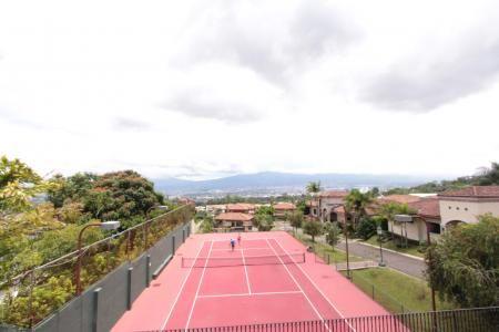 Escazu casas alquiler $3.500 o venta $620.000,// Escazu CR casas venta o alquiler en comunidad con lindas areas sociales cancha tennis y piscina.