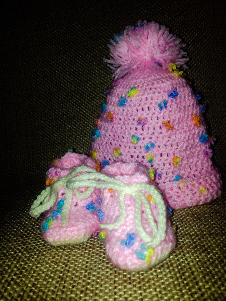Crochet baby beanie & slippers for a little girl... Παιδικό σκουφάκι κ παπουτσάκια με βελονάκι