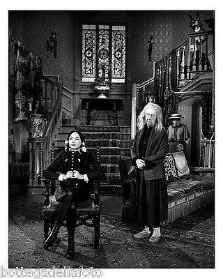 The Addams Family - Carolyn Jones and Blossom Rock 8x10 (20x25 cm) Photo 412