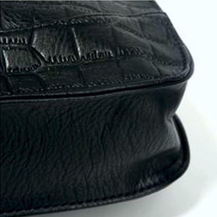 Bolso interior com zíper Tipo de Fechamento: Zíper Bolsas de Ombro Decoração: Borla Tipo padrão: Sólido Dureza: Suave Estilo: Casual Ocasião: Versátil Couro PU de alta qualidade.