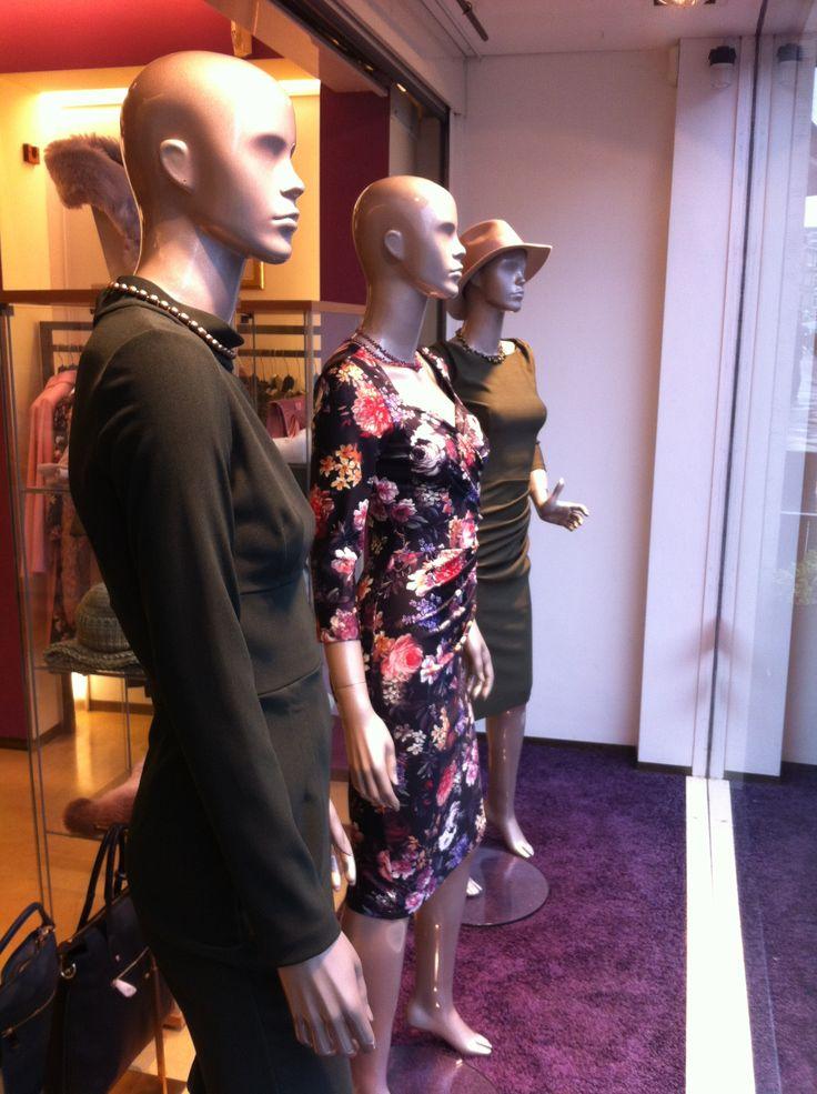 Diva jurken in de etalage van Carla!